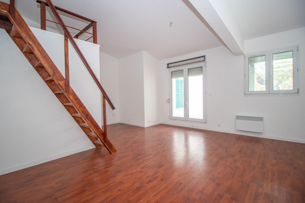 BEAUMONT SUR OISE  - APPARTEMENT STUDIO+PATIO - 33.03 m²